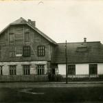 Scoala din centrul satului